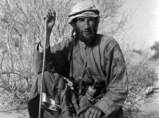 Portrait of Wilfred Thesiger sitting in the Wadi al 'Ayn, Oman, February 8–16, 1949 (b/w photo), Salim Bin Kabina, (20th century) / Pitt Rivers Museum, Oxford, UK
