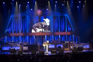 Brad Paisley Chris Hollo photograph ©2013, Grand Ole Opry, LLC