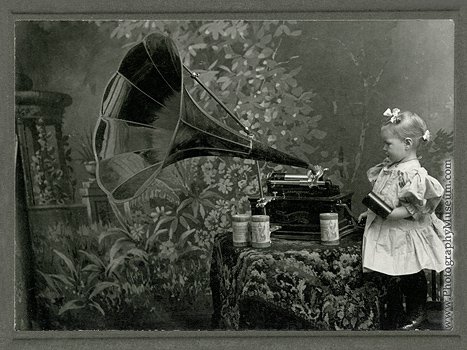 Unidentified photographer, Girl with Columbia Graphophone, platinum(?) print(app.4.25X5.5