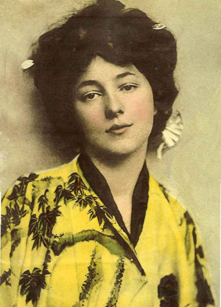 America's first supermodel, Evelyn Nesbit, c 1902.  The original Gibson Girl, Ms. Nesbit was once the mistress of famed architect Stanford White.  After they split, Evelyn married psychotic millionaire playboy Harry Thaw, who shot White dead in a jealous rage on the Rooftop of the old Madison Square Garden in 1906.